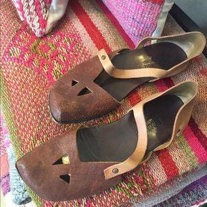 Cydwoq leather sandals